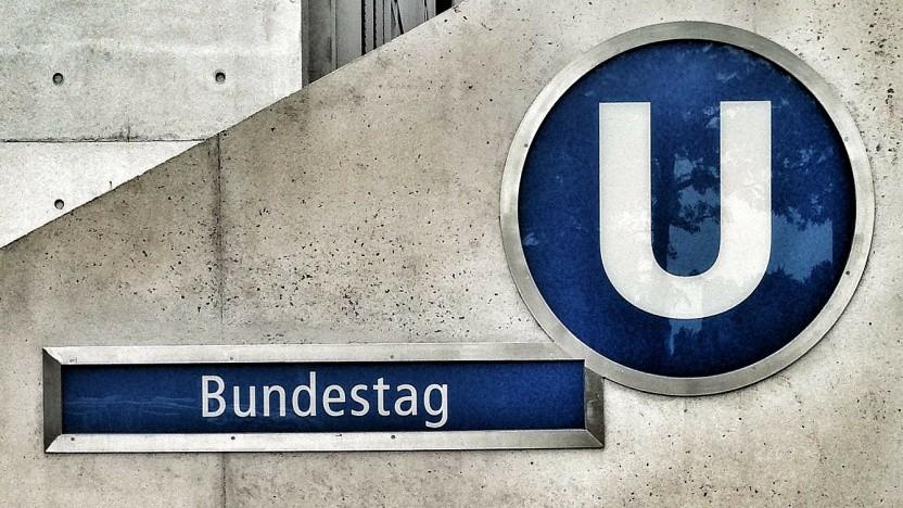 Der Bundestag spricht sich für eine Updatepflicht aus.