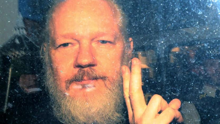 Julian Assange vor einem Gerichtstermin im Jahr 2019