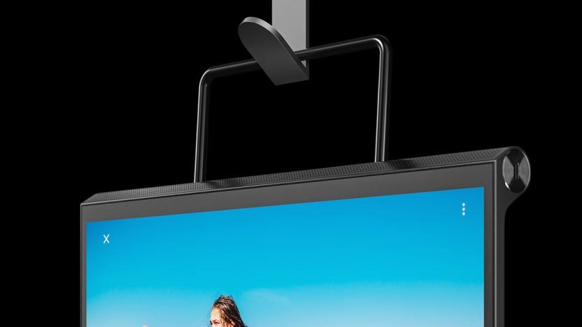 Das Yoga Tab 13 lässt sich mit dem eingebauten Klappständer auch aufhängen.