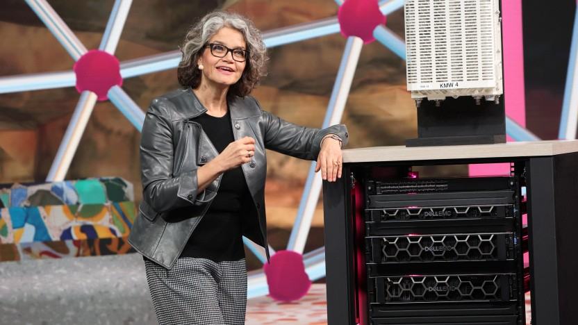 Telekom-Innovationschefin Claudia Nemat zeigt auch Network Slicing bei einer Vorführung zum MWC 2021