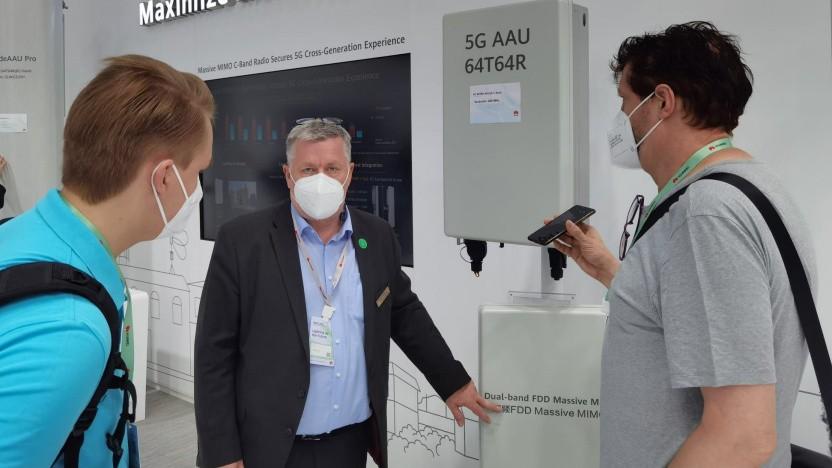 Michael Lemke (Bildmitte) auf dem MWC21 in Barcelona