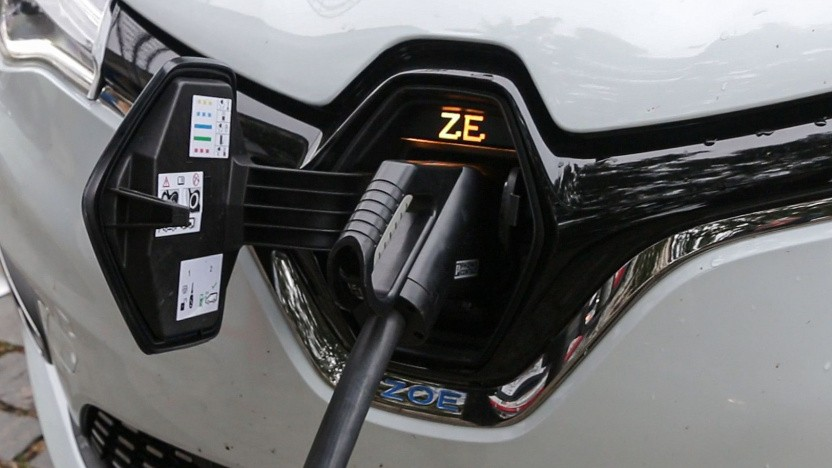 Renault Zoe an der Ladesäule (Symbolbild): eine Million Elektrofahrzeuge in Europa bis 2030