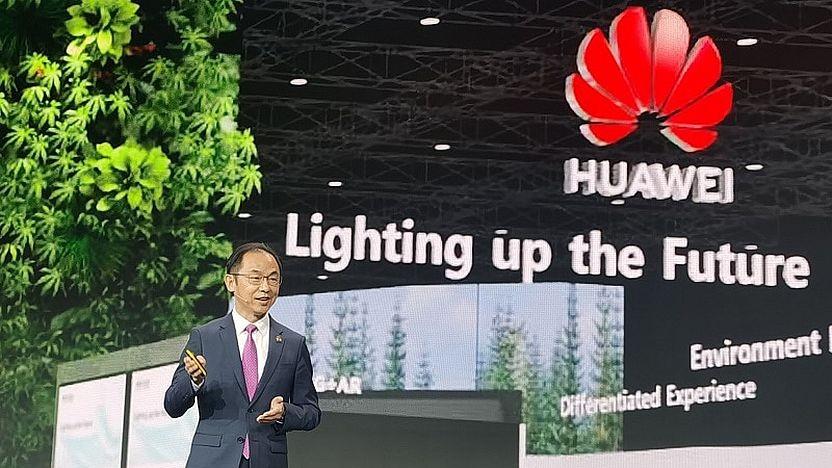 Ryan Ding, Chef der Carrier Business Group bei Huawei, spricht in Barcelona.