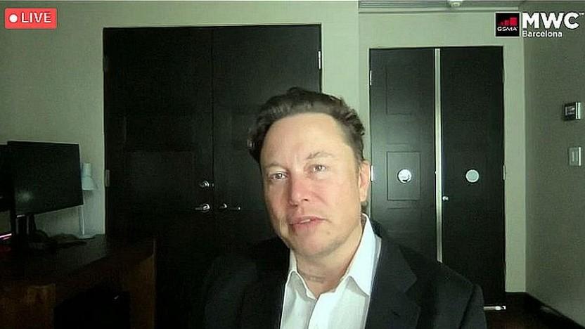 Elon Musk spricht auf dem Mobile World Congress 2021.