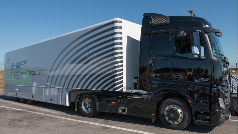 Automatisierter Lkw von Daimler (Symbolbild): automatisiertes Fahren auf der Straße als Langfristziel