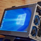 Desktop auf Reisen: Bastler baut Koffer-PC mit integriertem Bildschirm und Griff