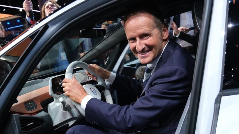 VW-Chef Herbert Diess im Elektroauto ID.3: Wettbewerbsvorteil freie Fahrt nicht aufgeben