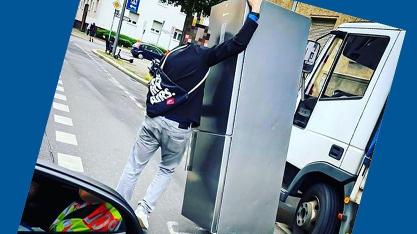 Der E-Scooter-Fahrer samt Kühlschrank
