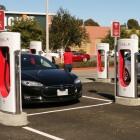 Straßen und Brücken: Warum US-Bundesstaaten neue Abgaben auf Elektroautos erheben