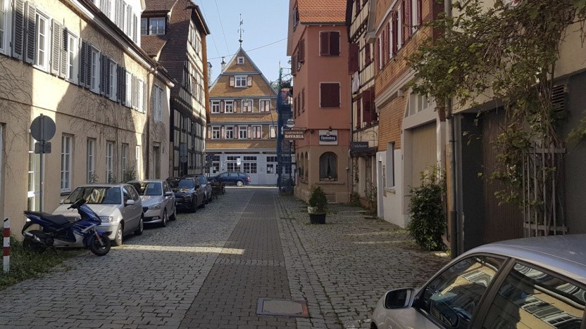Parkende Autos in Tübingen