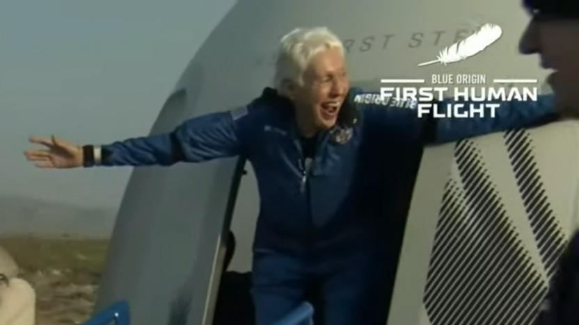 Wally Funk beim Ausstieg aus der New Shepard Kapsel