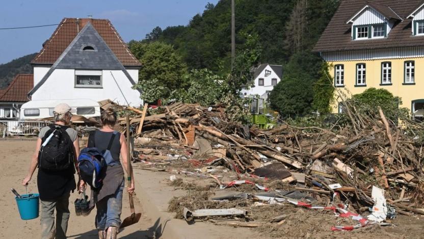 Das Hochwasser hat Zerstörung hinterlassen. Eine übliche Kommunikation ist deshalb kaum sinnvoll möglich.