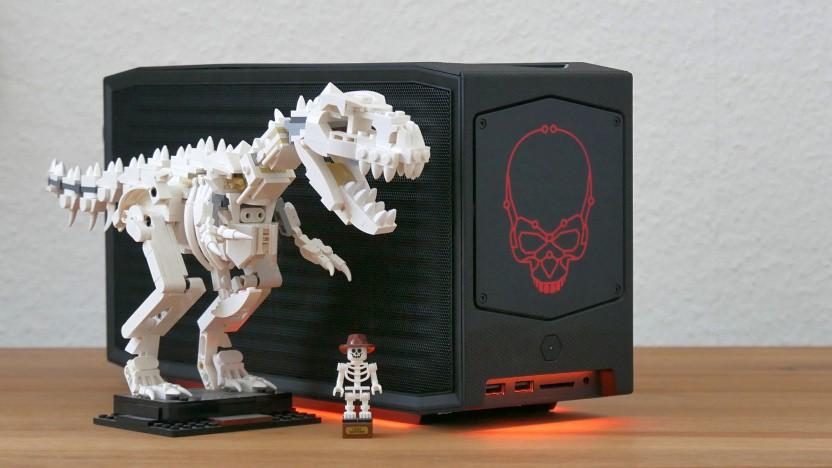 NUC11 Extreme alias Beast Canyon neben dem Legosaurus Rex