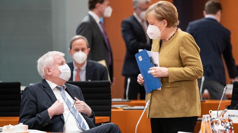 Regierungskreise: Angela Merkel und Horst Seehofer im Gespräch