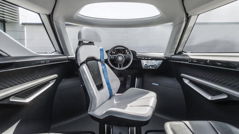 Innenraum des Porsche Renndienst: Wie lässt sich autonomes Fahren gestalten?