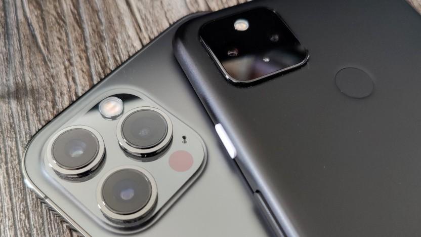 Ein iPhone und ein Pixel-Smartphone