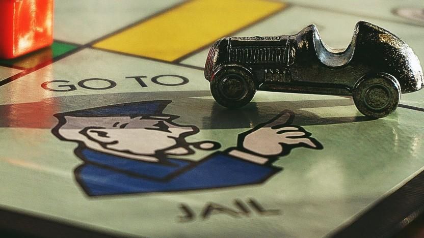 Hotrod-Druckgussmodell auf Monopoly-Spielbrett (Symbolbild)