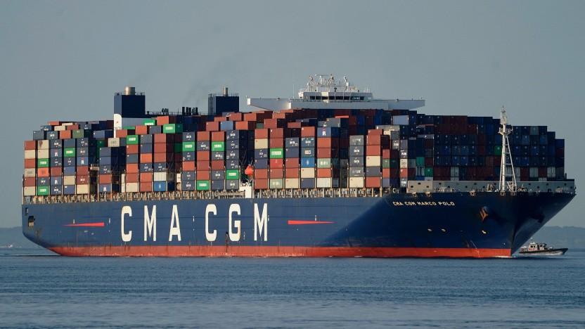 Die CMA CGM Marco Polo (hier auf ihrem Weg nach New York) kann mehr als 16.000 Container laden. Manche Häfen können solche riesigen Schiffe gar nicht abfertigen.