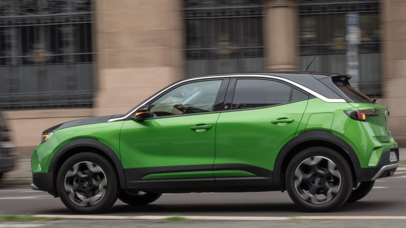 Der Opel Mokka-e ist ein Kompakt-SUV mit eingeschränkter Tauglichkeit für die Langstrecke.