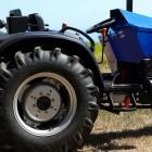 Landwirtschaft: Elektrotraktor mit austauschbarem Akku vorgestellt