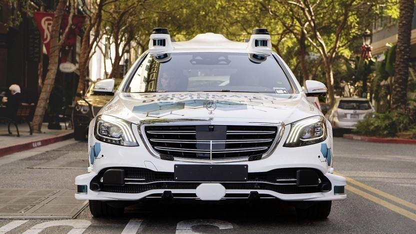 Autonomes Testautos von Mercedes und Bosch in San José