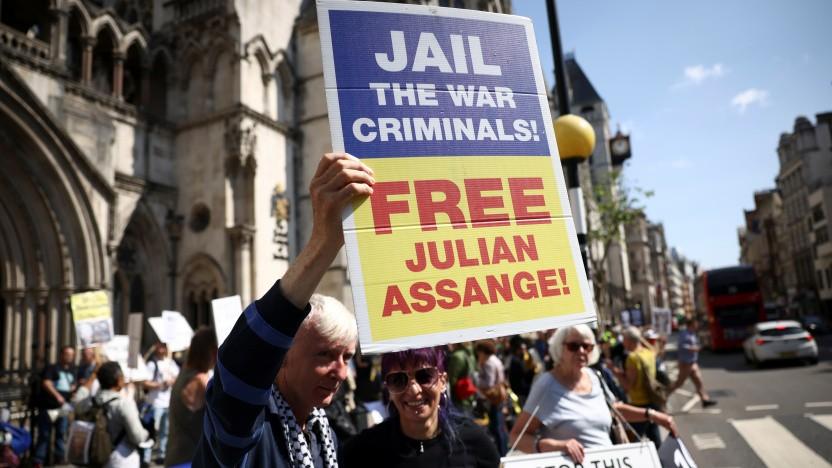 Unterstützer Julian Assanges vor dem Gerichtsgebäude in London