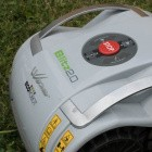 Dauertest: Walnuss führt zu Totalschaden an 1.000-Euro-Rasenmähroboter
