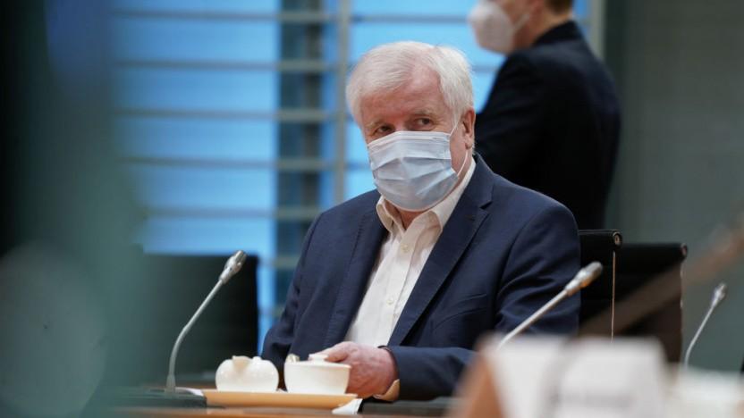 Bundesinnenminister Horst Seehofer bei der Kabinettssitzung, in der eine Änderung des TKG für Cell Broadcast beschlossen wurde.