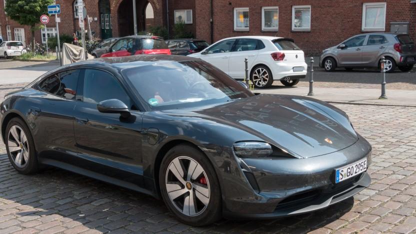 Der Porsche Taycan soll 25 Kilometer weiter mit einer Ladung kommen.