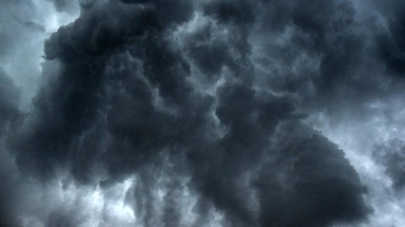 Dunkle Wolken ziehen über der Cloud auf (Symbolbild)