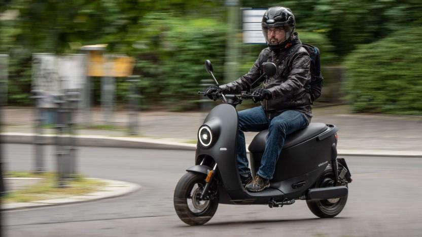 Der Unu Scooter unterwegs