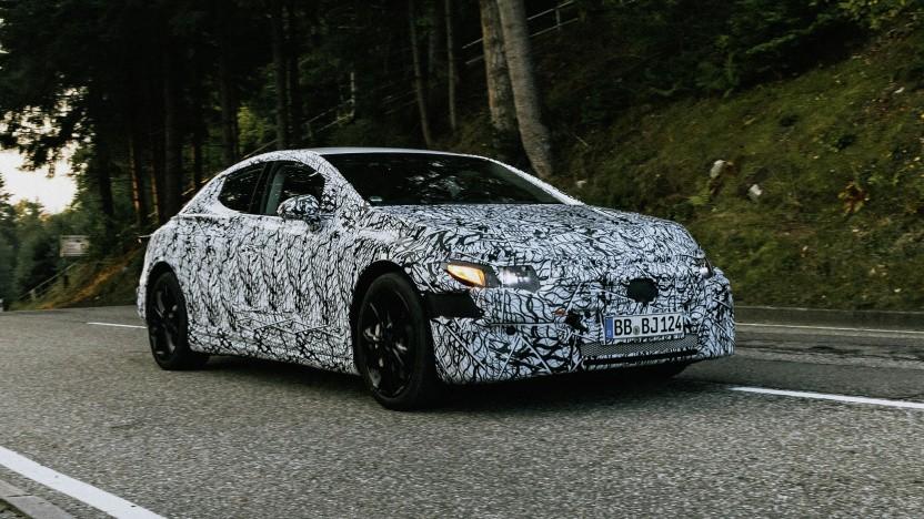 Der vollelektrische EQE von Mercedes wird auf der IAA 2021 erstmals ungetarnt gezeigt.