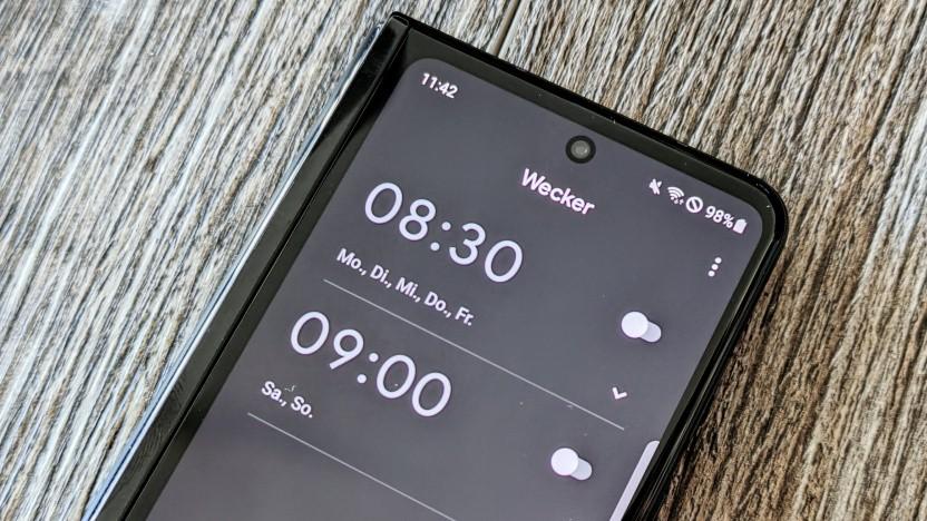 Googles Uhren-App auf einem Samsung Galaxy Z Fold 3