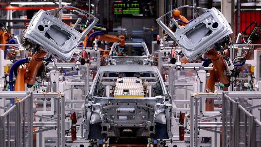 Für die IT-Security von Autos betrachtet das BSI auch die Gefahr von Angriffen auf Hersteller und Zulieferer.