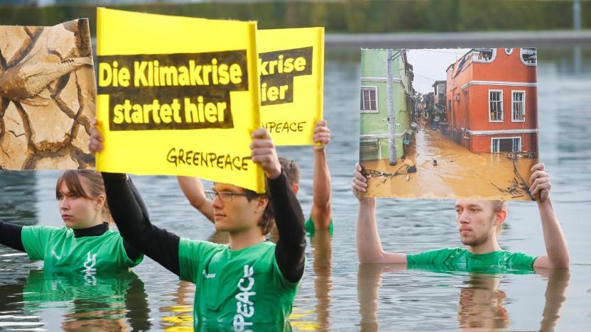 Greenpeace protestiert vor der IAA.