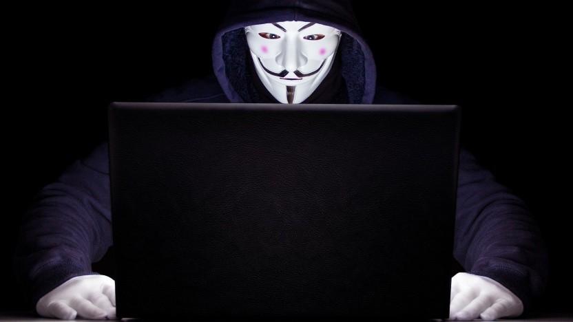 Anonymous kontrolliert Attila Hildmanns Webseiten und Telegram-Kanäle.