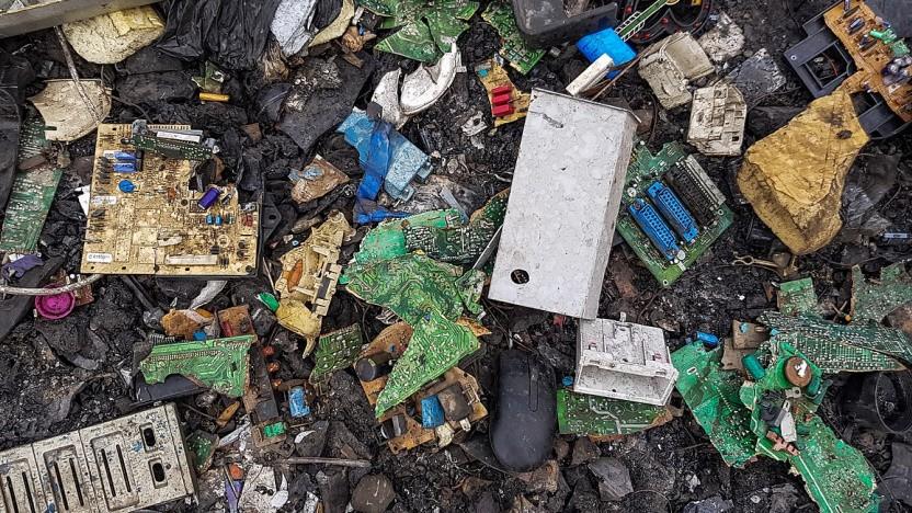 Elektroschrott lässt sich nur mit großem Aufwand recyclen, daher landet er oft auf Mülldeponien.