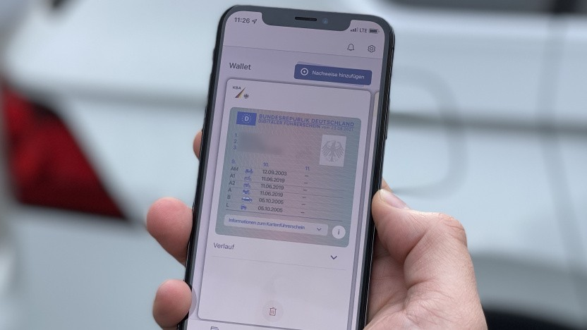 Der digitale Führerschein lässt sich per App schon aufs Handy laden.