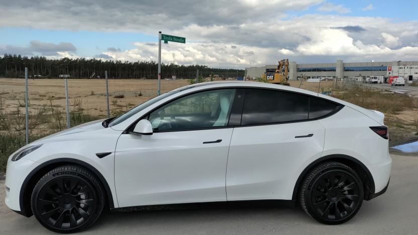 Das Model Y soll demnächst aus der Tesla-Fabrik in Grünheide rollen.