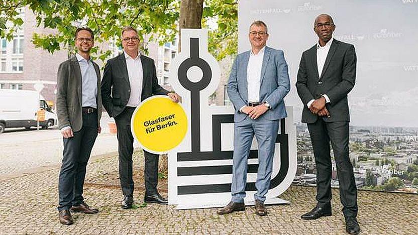 Jan Timmermann, Vice President Strategy & Business Development von Vattenfall Wärme Berlin, Marco Sick, CEO von Vattenfall Eurofiber, Alf Aleithe, Geschäftsführer der Berlinovo, Eric Kuisch, COO von Eurofiber.
