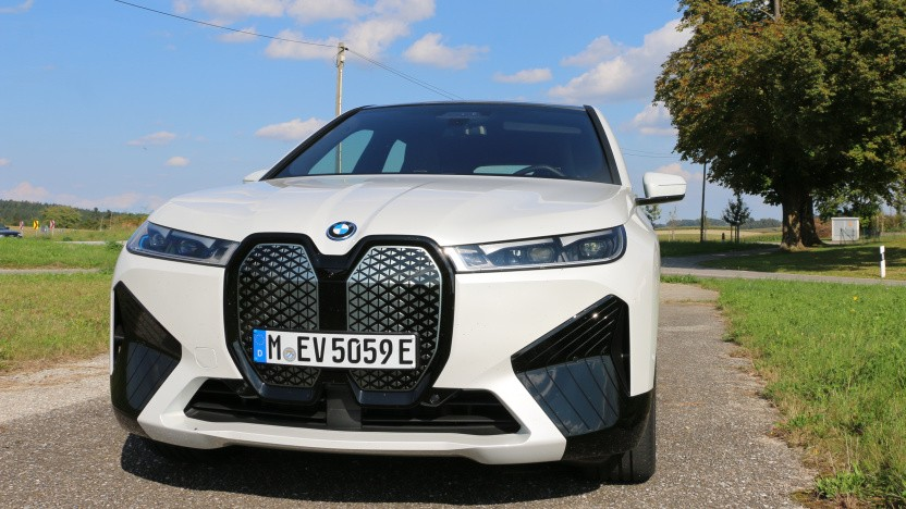 Der neue iX iDrive50 ist das erste vollelektrische SUV von BMW.
