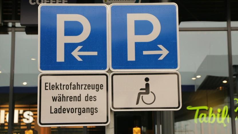 Das Falschparken auf Parkplätzen für Elektroautos wird deutlich teurer.
