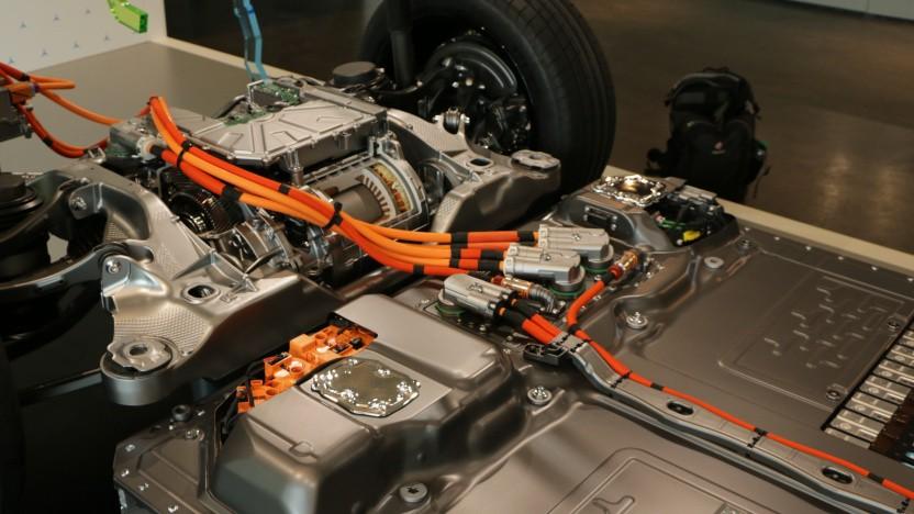 Reparaturen an Hochvoltkabeln oder Batterien können sehr teuer werden.