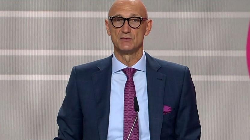 Telekom-Chef Tim Höttges in einer Videokonferenz