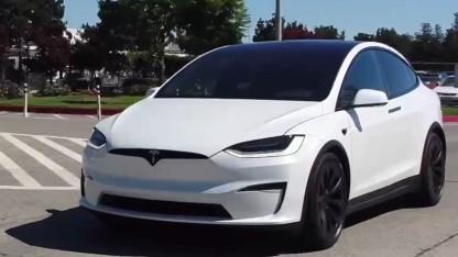 SUV mit Elektroantrieb: Tesla liefert neues Model X mit eckigem Lenkrad aus