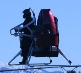 Jetpack: Triebwerk im Rucksack (Foto: Martin Aircraft), Jetpack