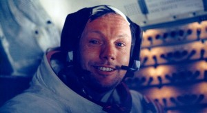 Neil Armstrong nach seinem Mondspaziergang in der Landefähre (Bild: Nasa), Neil Armstrong