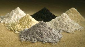Metalle der Seltenen Erden: Neodym, Samarium, Gadolinium, Praseodym, Cer und Lanthan (Foto: Peggy Greb, US Department of Agriculture), Metalle der Seltenen Erden