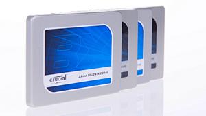 Mehrere Crucial-SSDs (Bild: Martin Wolf/Golem.de), SSD - Solid State Drive