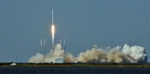 SpaceX-Rakete Falcon 9 startet. (Bild: AFP), Wissenschaft